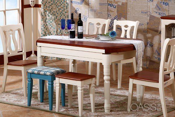 白色餐桌椅