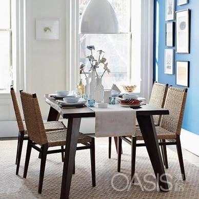 每一间餐厅简单的餐桌椅都可以营造出清新